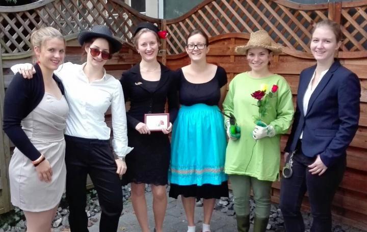 KRIMI total - Drei Rosen für Charlie: Fotos von Nora aus Solothurn ...