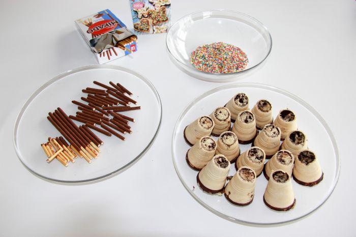 Tipi-Muffins mit Mikadostäbchen und Zuckerdekor verzieren