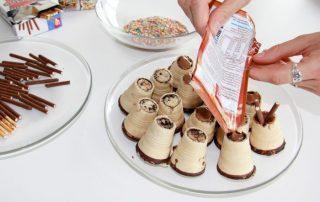 Tipi-Muffins mit Kuvertüre füllen