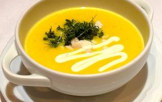 2. Gang KRIMI total DINNER: Mysteriöses Geflügel-Currysüppchen