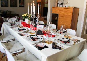 Tischdeko zum Krimispiel Der Mythos der Familie